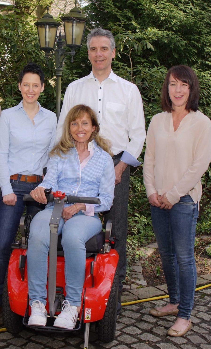 das-team-der-firma-kinzel-beratungsunternehmen-im-gesundheitswesen-beraet-zum-pflegegrad