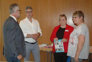 von-links-nach-rechts-Frank-Weckwerth-Norbert-Kinzel-Svenja-Gräfe-erste-Vorsitzende-des-Landesverbandes-West-der-medizinischen-Fachberufe-Hannelore-Koenig